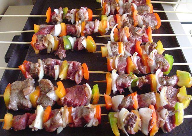 Receta brochetas de lentejas y carne vegetal cubiertas en for Verduras tipicas de francia