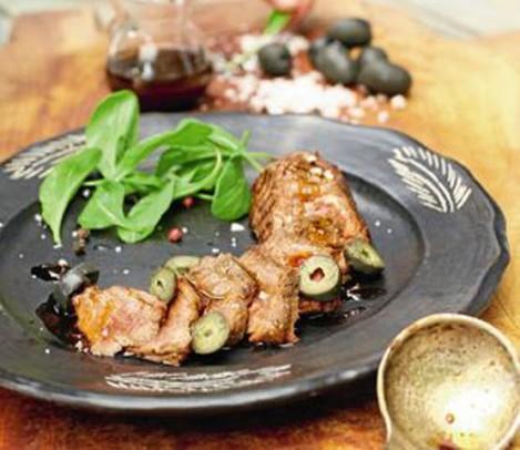 Filete con emulsión de arrope de chañar y aritos de aceitunas de Azapa De Buena Mesa